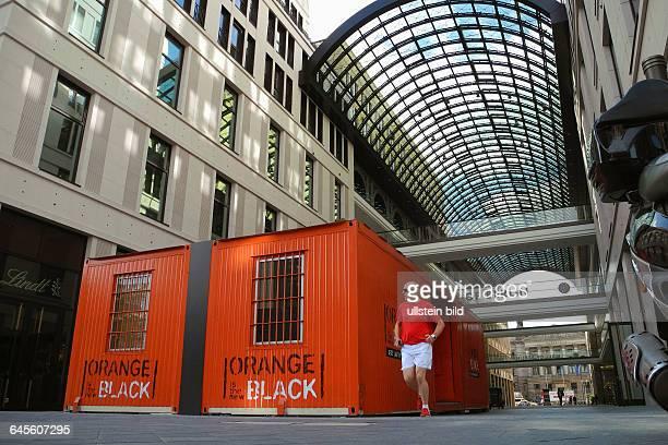 Beide Container sind Teil einer PRAktion zum DVD und BlueRayStart der USSerie Orange is The New BlackFans koennen sich zur Haftzeit von 20 Uhr bis 9...