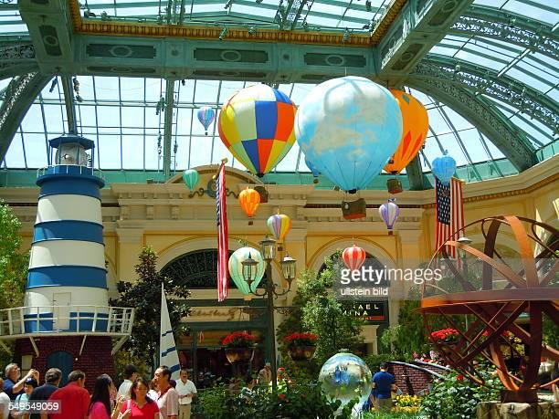 Beiderseits des ca 6 Kilometer langen Las Vegas Boulevard stehen die Hochhaushotels und Vergnügungsstätten der Spielerstadt aufgenommen in Las Vegas...