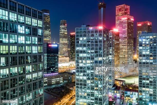 beijing business district nacht. - zonsopgangen en zonsondergangen stockfoto's en -beelden