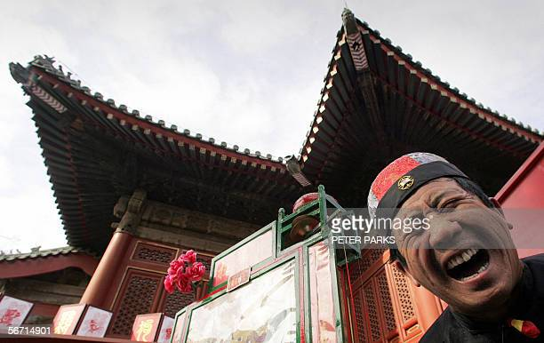 A fortune teller performs as thousands of visitors flock to a temple fairs in Beijing on the fourth day of the Chinese New Year 01 February 2006...