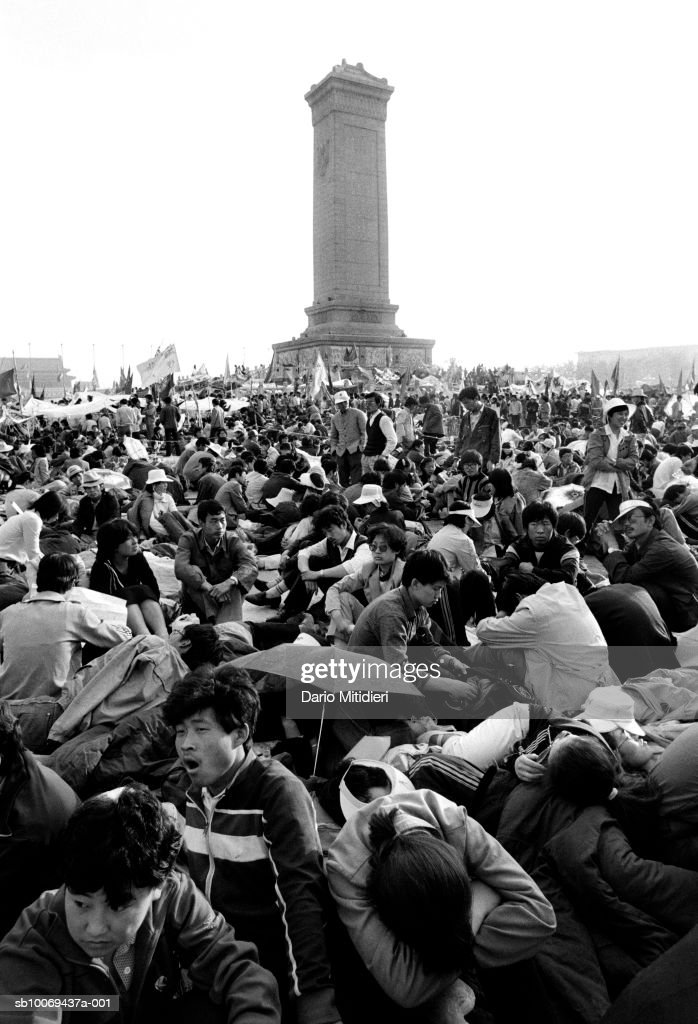 Students demonstrating at Tiananmen Square (B&W) : ニュース写真