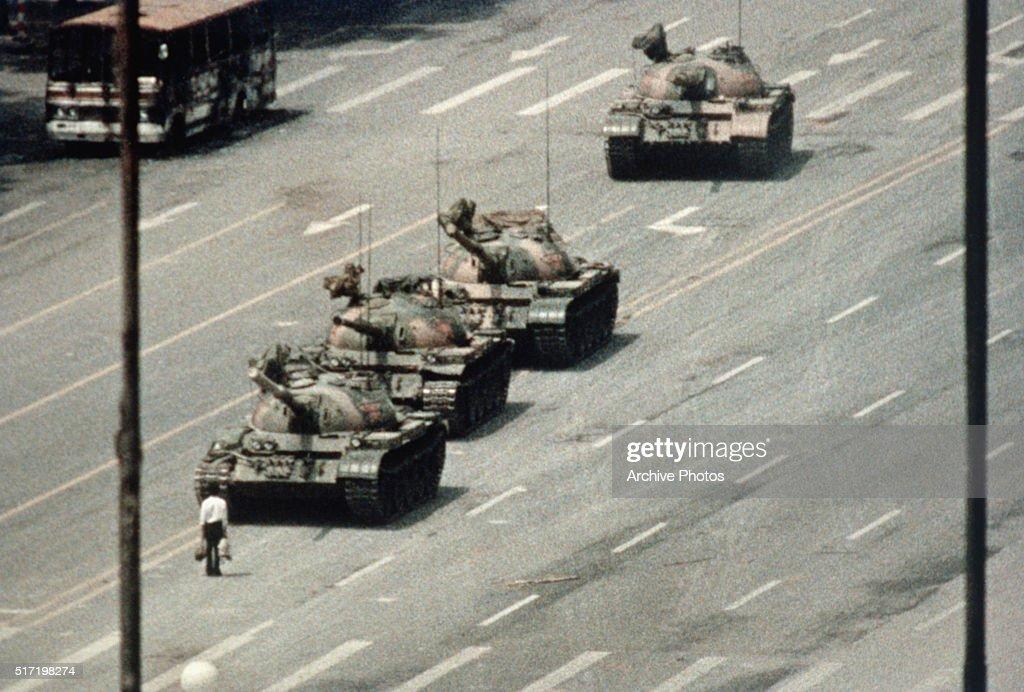Protester Blocking Tanks Approaching Tiananmen Square : News Photo