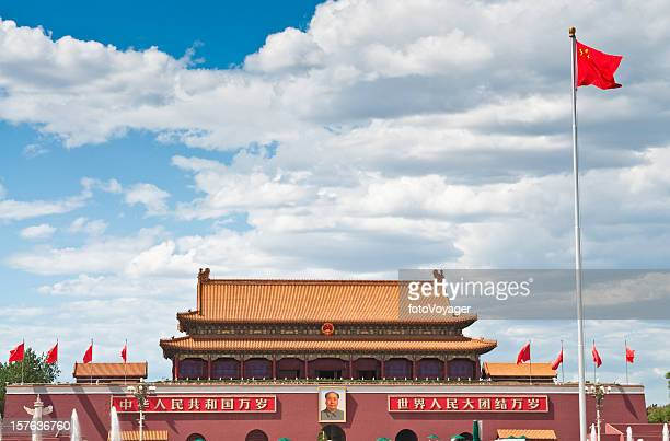 beijing forbidden city gate - mao tsé toung stockfoto's en -beelden