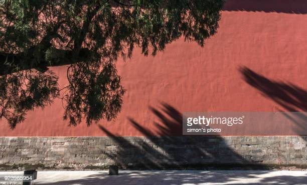 beijing imperial ancestral temple red wall - castle wall stock pictures, royalty-free photos & images