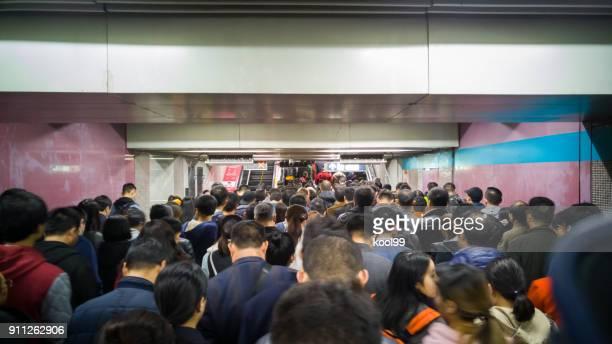 """Beijing-Metro-Linie 1 """"Xidan"""" Übergabestation, voll Menschen."""