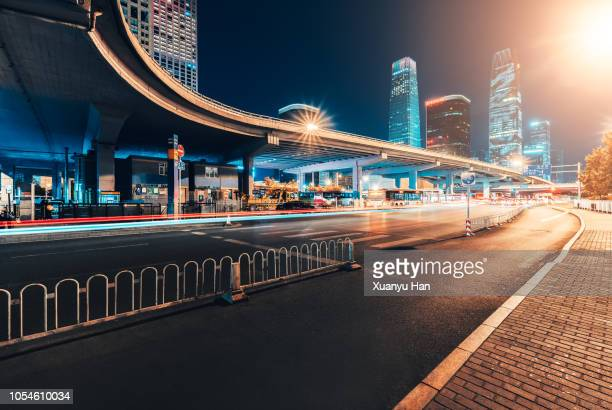 beijing street at night - esposizione lunga foto e immagini stock