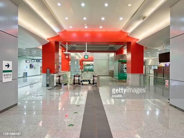 peking tunnelbanelinje 8, yongdingmenwai station tunnelbanehuset - porträt bildbanksfoton och bilder