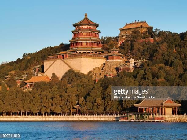 beijing summer palace and tower of buddhist incense (佛香阁) - wasser imagens e fotografias de stock