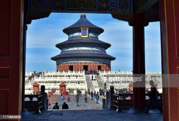 beijing temple of heaven altar framed under pavilion architecture, china - temple of heaven stock pictures, royalty-free photos & images