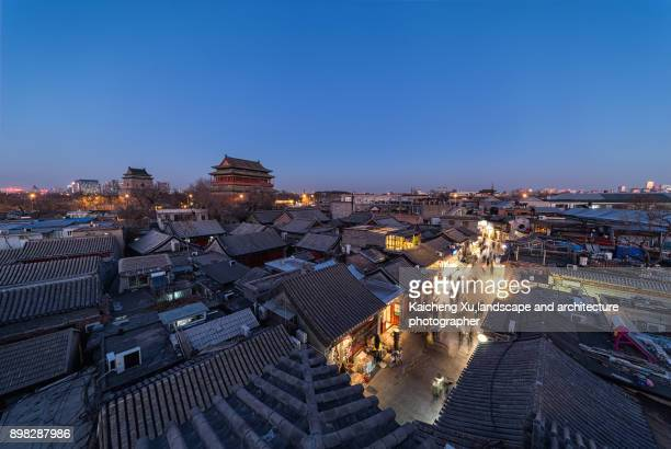 beijing,the drum tower at night - stadttor stock-fotos und bilder