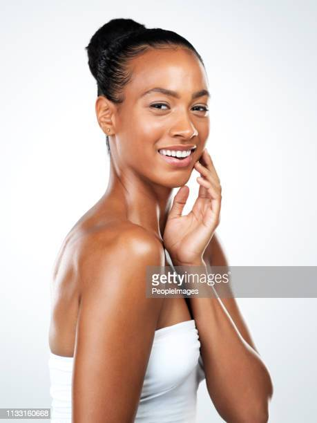 ser tú mismo es importante - chica adulta negra espalda desnuda fotografías e imágenes de stock