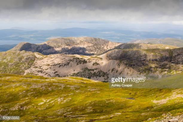 beinn fhada and peaks north of ben more, isle of mull, scotland, uk - ben cooper stock-fotos und bilder