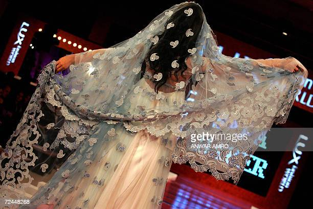 A model presents a wedding gown creation as part of Saudi Arabian designer Sara Baker's of Spring/Summer 2007 fashion collection in Beirut late 07...