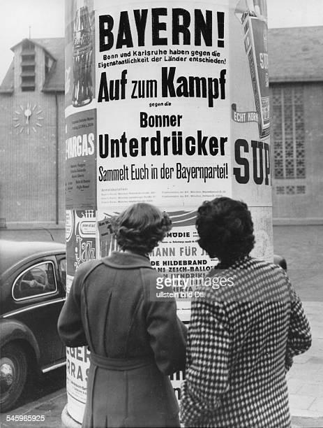 Beitrittsaufruf der Bayernparteian einer LitfassSäule in München