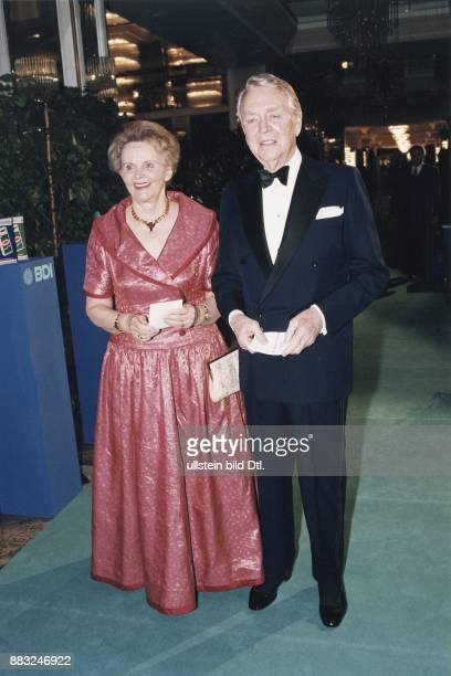 Beitz Berthold * Manager Industrieller D mit Ehefrau Dr Else Beitz waehrend der BDI Gala in Bonn