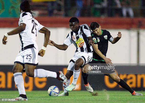 Bejaia's Chongo Kabaso vies with Mazembe's Faouzi Yaya during the CAF Confederation cup final Algerian Mouloudia Bejaia against Congolese TP Mazembe...