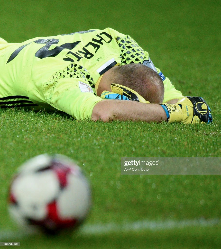 Belarus' goalkeeper Sergei Chernik reacts after The Netherlands' Arjen Robben scored a penalty during the FIFA World Cup 2018 qualification football match between Belarus and the Netherlands in Borisov, outside Minsk, on October 7, 2017. /