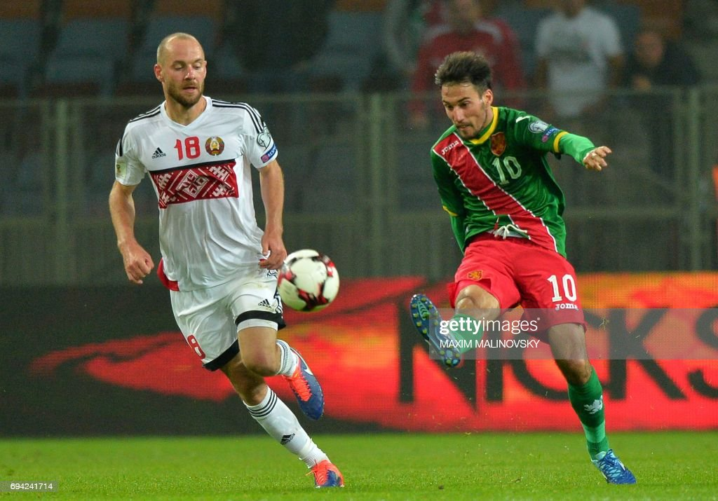 Ivelin Popov (r.) is Bulgaria's key player. (MAXIM MALINOVSKY/AFP/Getty Images)