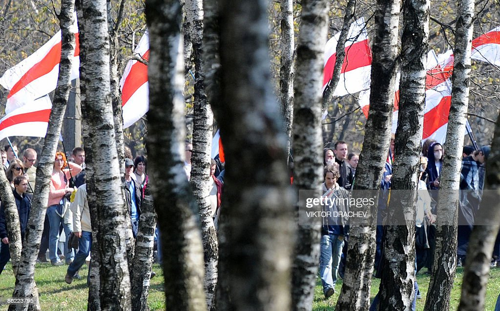 Belarus's opposition supporters carry fl : News Photo