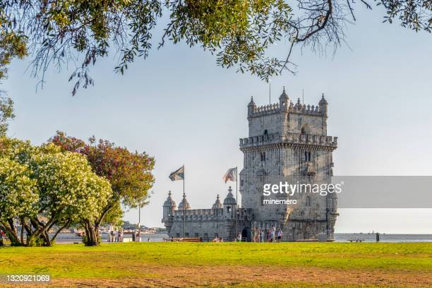 belem tower in lisbon - capitais internacionais imagens e fotografias de stock