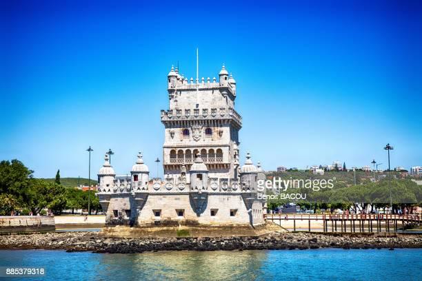 belem tower on the banks of the tagus, parish of santa maria de belem, lisbon, portugal. - estremadura stock-fotos und bilder