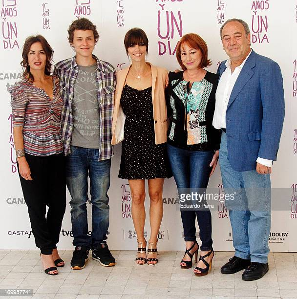Belen Lopez Aron Piper Maribel Verdu director Gracia Querejeta and actor Tito Valverde attend the 'Quince Anos Y Un Dia' photocall at the...