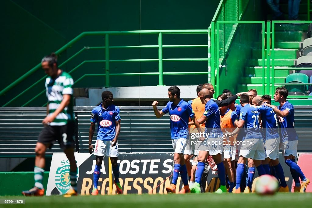 Belenenses players celebrate a goal during the Portuguese league football match Sporting CP vs OS Belenenses at the Jose Alvalade stadium in Lisbon on May 7, 2017. /