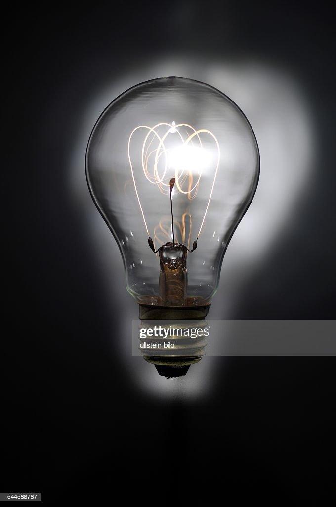 Beleuchtung Energie Gluehbirne Mit Gluehendem Gluehfaden