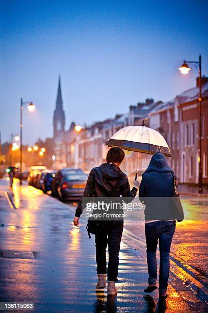 belfast in rain - belfast stock pictures, royalty-free photos & images