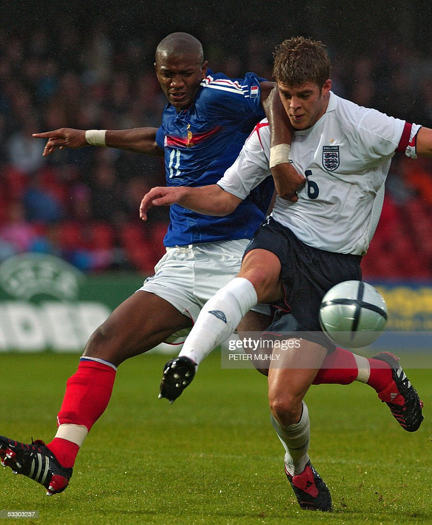 Abdoulaye Balde (L) of France gets tangled up with Martin Cranie of England 29 July 2005 during the first half of the under-19 European Championships at Windsor Park in Belfast, Northern Ireland. AFP PHOTO/Peter MUHLY