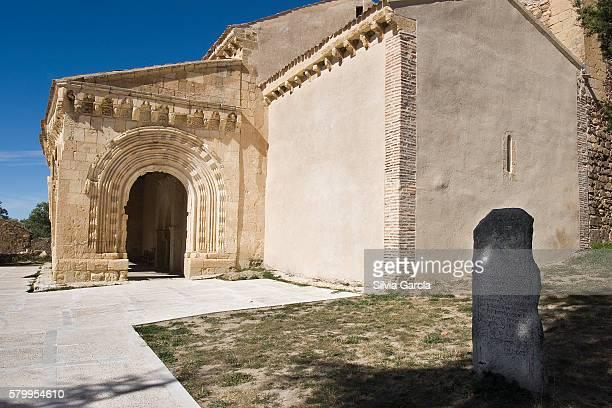 belfry of the romanesque church of sotosalbos, segovia, castilla y leon - turista stock-fotos und bilder