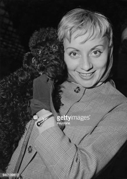 Belgian actress and singer Annie Cordy arrives at the Gare du Nord in Paris France with her new poodle 'New York II' 30th September 1957 She has come...