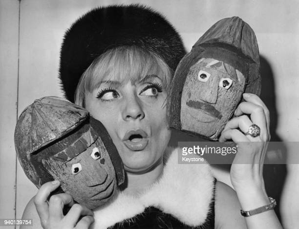 Belgian actress and singer Annie Cordy receives the prize for the 'Cote d'Umour' two coconut sculptures at the Théâtre Gramont in Paris France 1st...