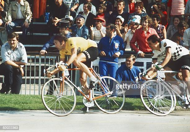 Belgian champion Eddy Merckx races his last meters 21 July 1974 at the velodrome municipal in Vincennes before winning the Tour de France for the...