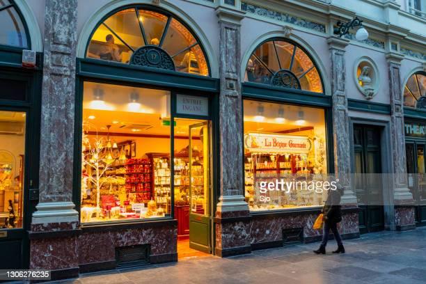 """belgian chocolate shop in the galeries royales saint-hubert in brussels. - """"sjoerd van der wal"""" or """"sjo"""" stock pictures, royalty-free photos & images"""