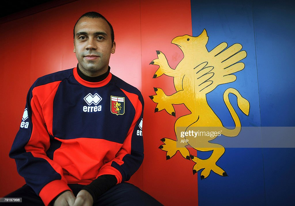 Belgian defender Anthony van den Borre poses 24 January 2008 after signing for Geona football club at 'Luigi Ferraris' stadium in Genoa. AFP PHOTO / Stringer