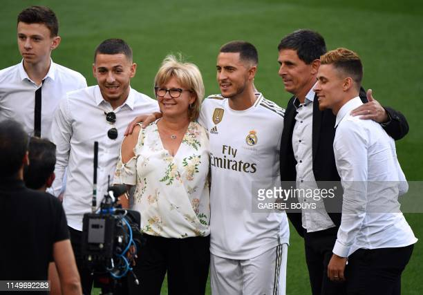 Belgian footballer Eden Hazard poses with his parents Carine and Thierry and his brothers during his official presentation as new player of the Real...