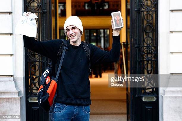 Belgian Jonathan Pierrard is the first customer to leave the Apple Store Opera with the new iPhone 6s on September 25 2015 in Paris France Apple...