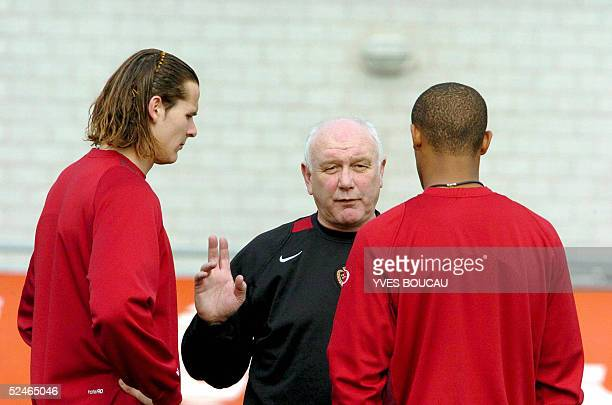 Belgian national football team coach Aime Anthuenis talks to Daniel Van Buyten and Vincent Kompany during the second training session of the Red...
