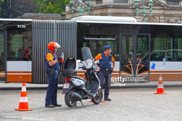 belgian police officers in brussels - royal palace brussels stock pictures, royalty-free photos & images