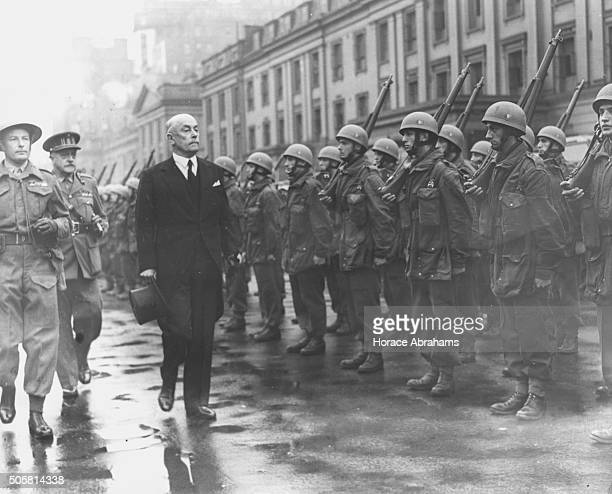 Belgian Prime Minister Hubert Pierlot inspecting a line of Belgian paratroopers, followed by Victor Van Strydonck De Burkel, General Inspector of the...