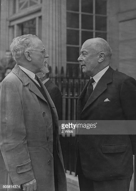 Belgian Prime Minister Hubert Pierlot talking to Frans Van Cauwelaert on his departure to liberated Brussels, circa 1944.