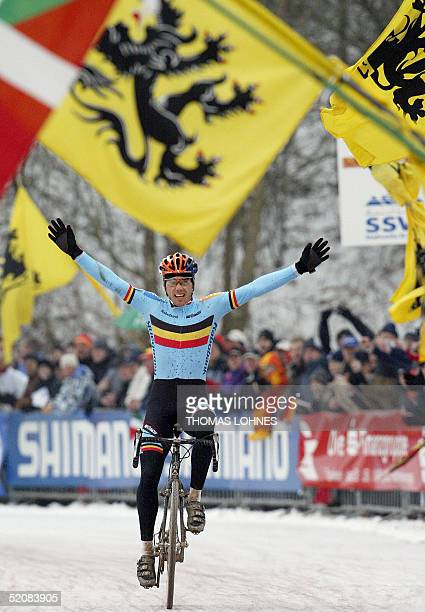 Belgian Sven Nys celebrates as he crosses the finishing line of the UCI Cyclo-Cross World Championships men's race on 30 January 2005 in St. Wendel,...
