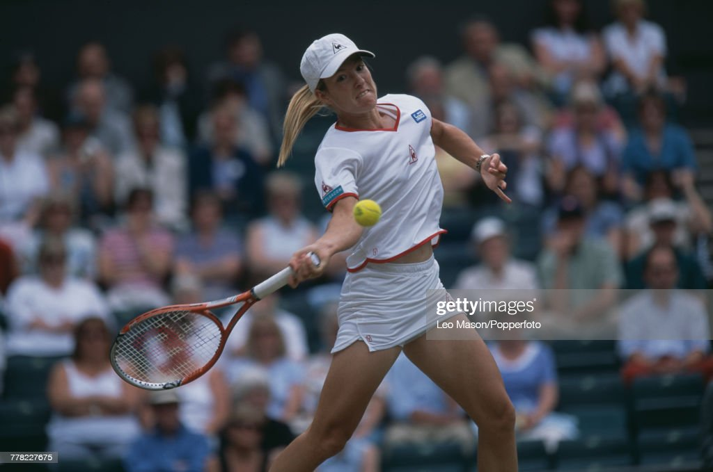 Justine Henin At 2001 Wimbledon Championships : News Photo