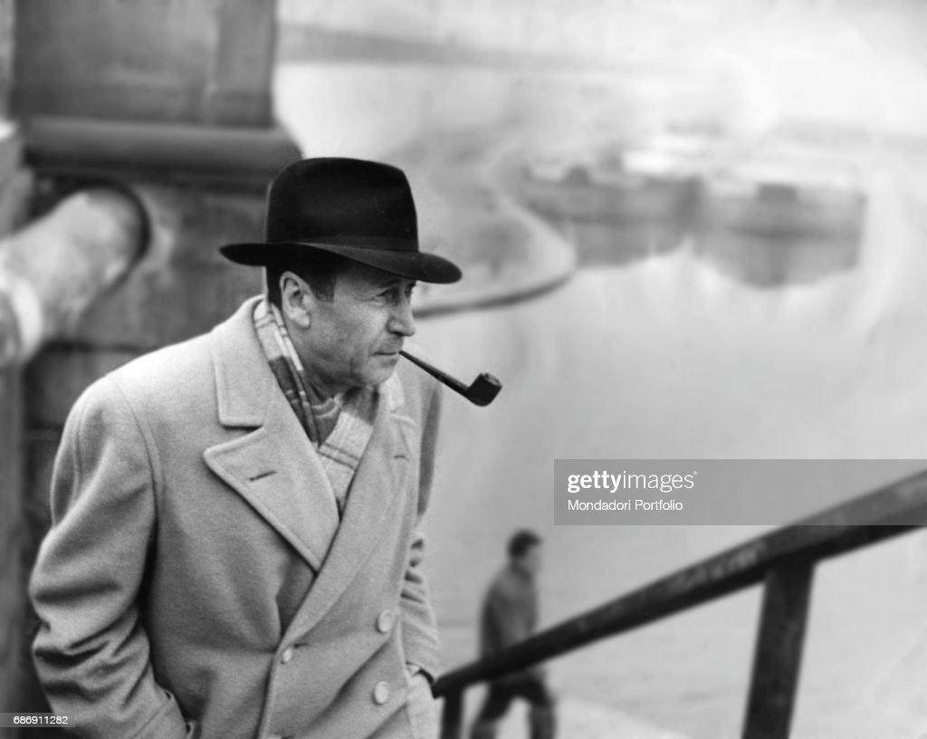 Georges Simenon on the docks of Porta Ticinese : News Photo
