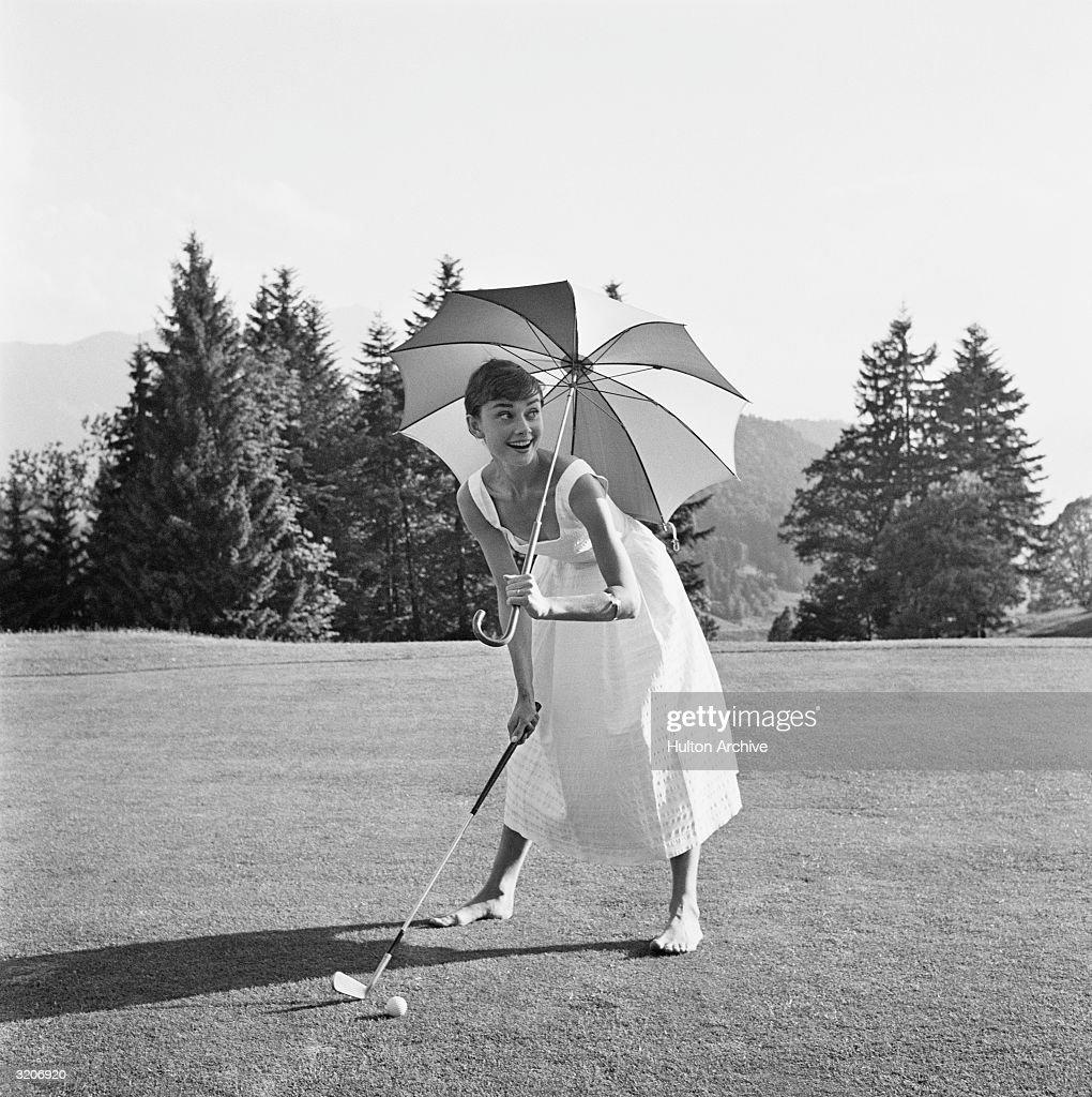 Golfing Hepburn : News Photo