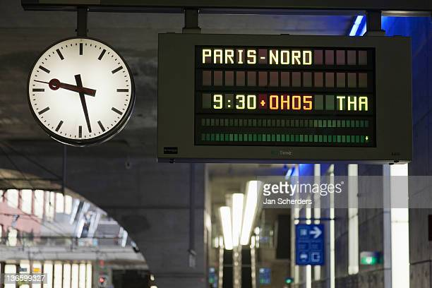 belgium, antwerpen, arrival-departure board in train station - railroad station stock pictures, royalty-free photos & images