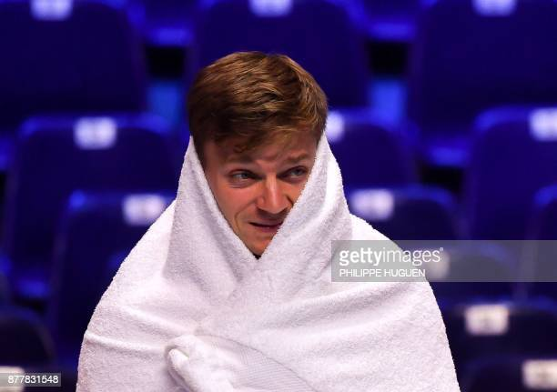 Belgium Davis Cup team player David Goffin covers himself with a towell during a training session on November 23 2017 at the PierreMauroy stadium in...