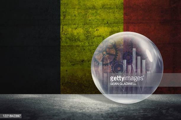 belgium financial bubble - belgische cultuur stockfoto's en -beelden