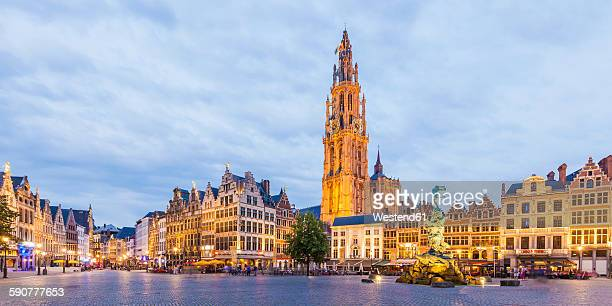belgium, flanders, antwerp, great market square, guildhalls and church of our lady - belgië stockfoto's en -beelden